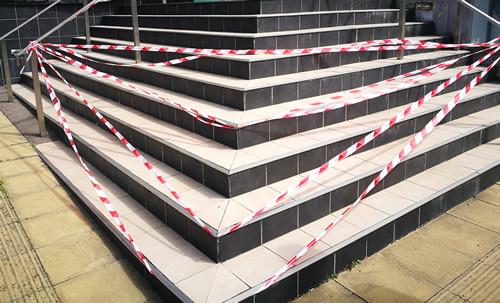 slippery stairs, anti-slip tiles